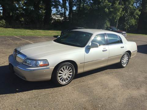 2005 Lincoln Town Car for sale in Massillon, OH