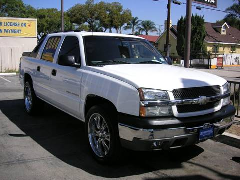 2004 Chevrolet Avalanche for sale at Sanmiguel Motors in South Gate CA