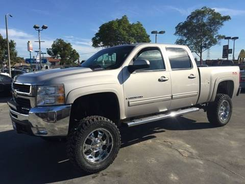 2009 Chevrolet Silverado 2500HD for sale at Sanmiguel Motors in South Gate CA