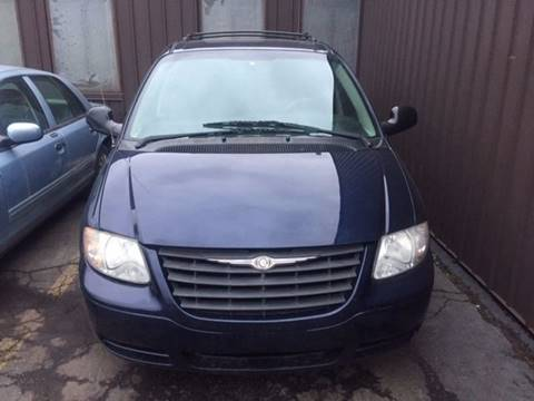 2005 Chrysler Town and Country for sale in Detroit, MI
