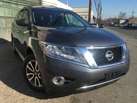 2013 Nissan Pathfinder S for sale at Illinois Auto Sales in Paterson NJ