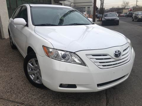 2007 Toyota Camry LE for sale at Illinois Auto Sales in Paterson NJ