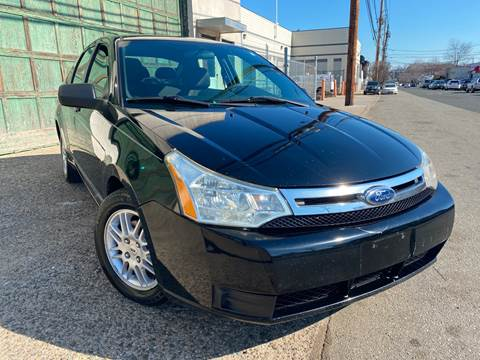 2010 Ford Focus SE for sale at Illinois Auto Sales in Paterson NJ