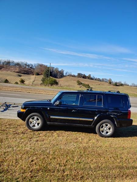 2006 Jeep Commander for sale at Mr. D's Automotive in Piney Flats TN