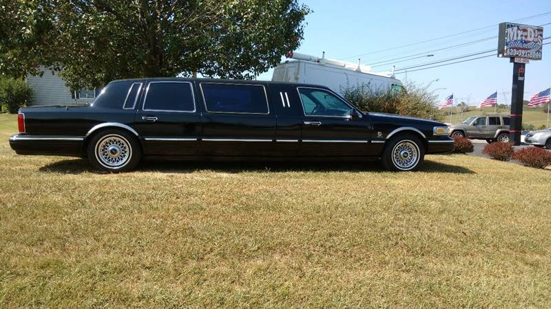 1995 Lincoln Town Car for sale at Mr. D's Automotive in Piney Flats TN