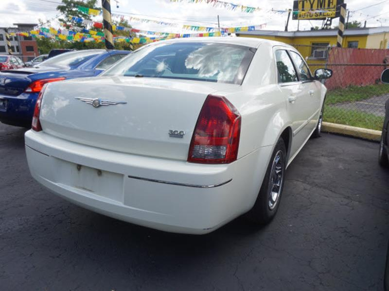 2005 Chrysler 300 for sale at Tyme Auto Sales in Plymouth MI