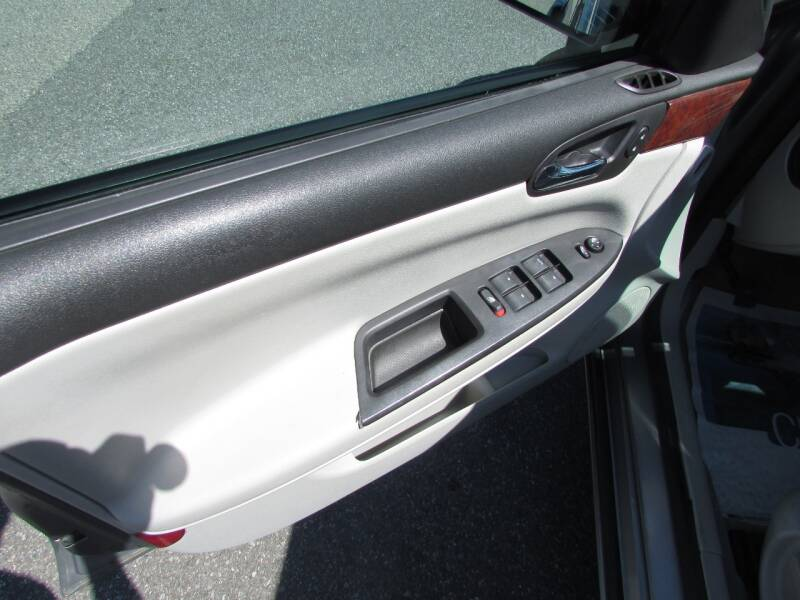 2007 Chevrolet Impala LS 4dr Sedan w/ roof rail curtain delete - Linden NJ