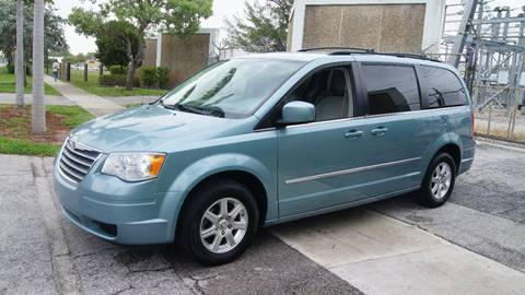 2009 Chrysler Town and Country for sale in Pompano Beach, FL