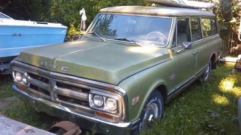 1971 gmc suburban cadillac mi traverse city michigan suvs vehicles for sale classified ads. Black Bedroom Furniture Sets. Home Design Ideas