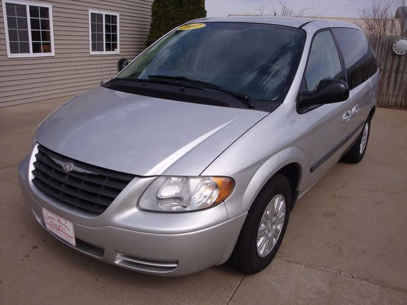 2007 Chrysler Town and Country 4dr Mini-Van - North Liberty IA