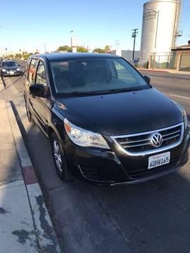 2009 Volkswagen Routan for sale in Bell, CA