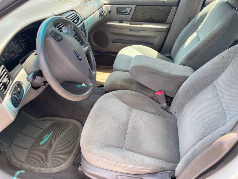 2001 Ford Taurus LX 4dr Sedan - Cloverdale VA