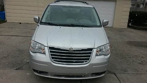 2008 Chrysler Town and Country for sale in Saginaw, MI