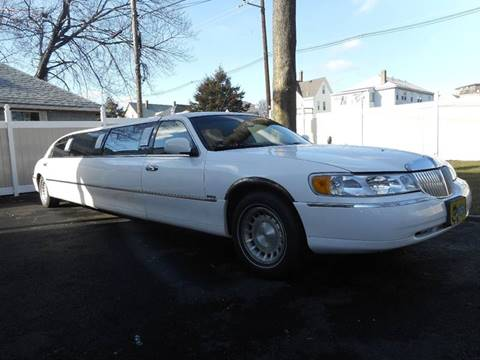 2000 Lincoln Town Car for sale at Bay State Auto Gallery in Malden MA