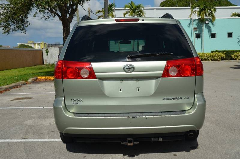 2010 Toyota Sienna LE 7-Passenger 4dr Mini-Van - Hollywood FL