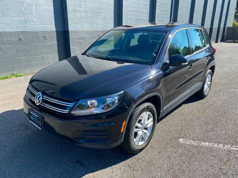 2012 Volkswagen Tiguan for sale at APX Auto Brokers in Lynnwood WA