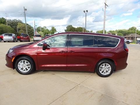 2020 Chrysler Voyager for sale in Anamosa, IA