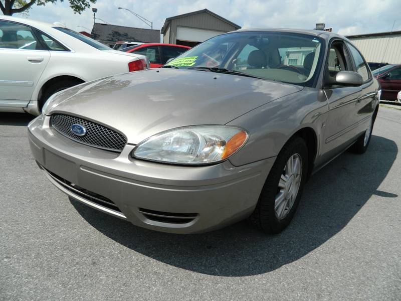 2005 Ford Taurus for sale at Auto House Of Fort Wayne in Fort Wayne IN