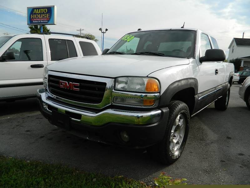 2004 GMC Sierra 2500 for sale at Auto House Of Fort Wayne in Fort Wayne IN