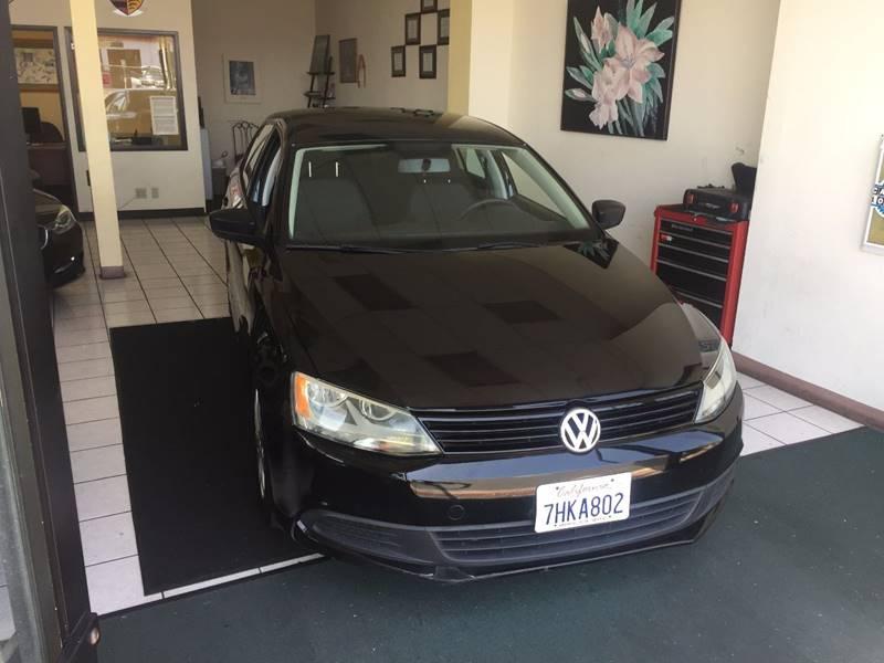 2011 Volkswagen Jetta 4dr Sedan 5M - San Diego CA