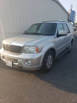 2004 Lincoln Navigator for sale at Thomas Auto Sales in Manteca CA
