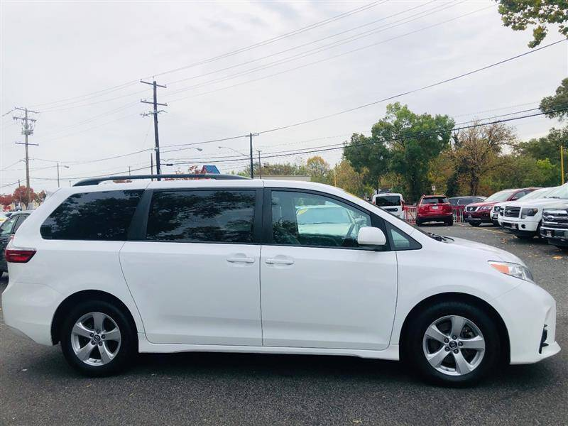 2018 Toyota Sienna LE - Brentwood MD
