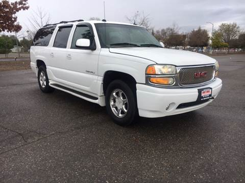2004 GMC Yukon XL for sale at Credit World Auto Sales in Fresno CA