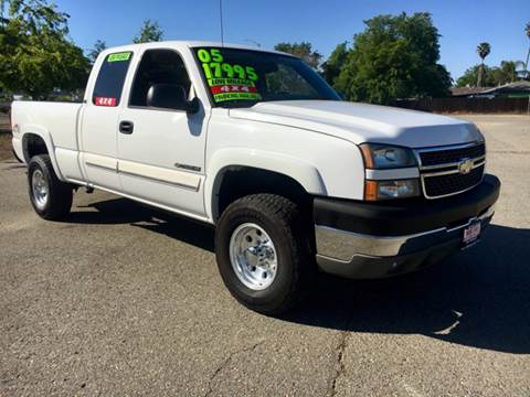 2005 Chevrolet Silverado 2500HD for sale at Credit World Auto Sales in Fresno CA