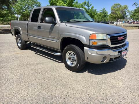 2003 GMC Sierra 2500HD for sale at Credit World Auto Sales in Fresno CA