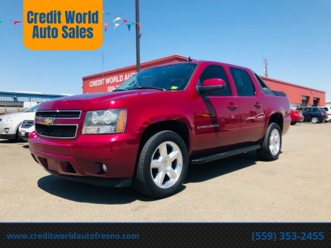 2007 Chevrolet Avalanche for sale at Credit World Auto Sales in Fresno CA