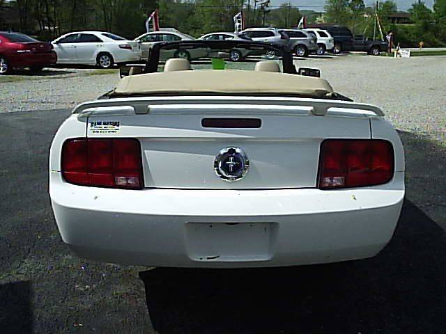 2006 Ford Mustang V6 Deluxe 2dr Convertible - Gray KY