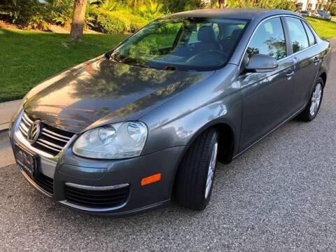 2009 Volkswagen Jetta for sale at Donada  Group Inc in Arleta CA