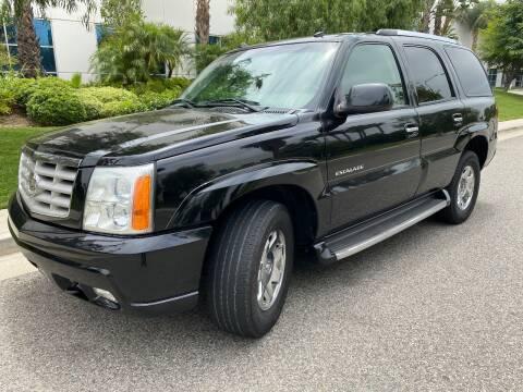 2004 Cadillac Escalade for sale at Donada  Group Inc in Arleta CA