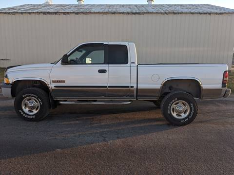 2000 Dodge Ram Pickup 2500 for sale at TNK Autos in Inman KS