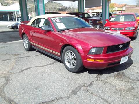 2005 Ford Mustang for sale at GALLIAN DISCOUNT AUTO in St George UT