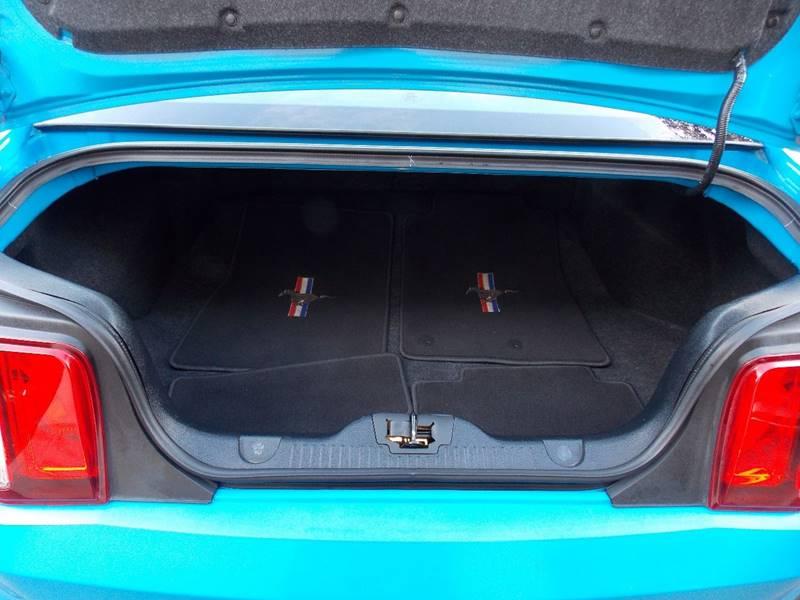 2011 Ford Mustang V6 2dr Fastback - Sacramento CA