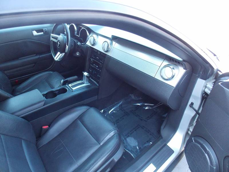 2005 Ford Mustang Deluxe 2dr Fastback - Sacramento CA