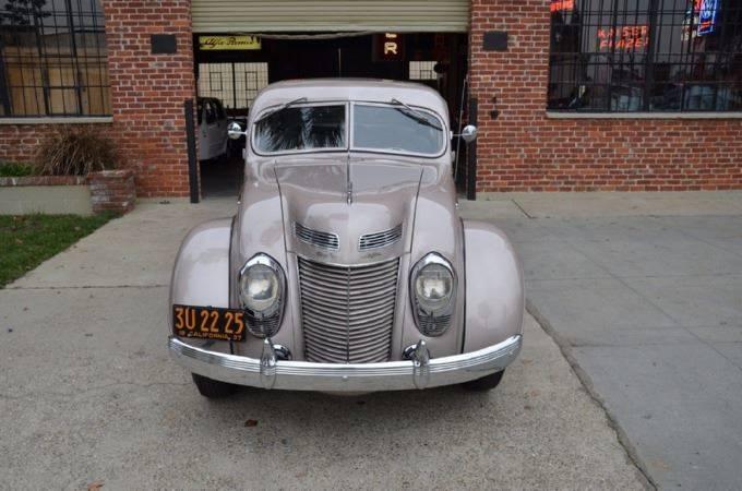 1937 Chrysler Imperial 2