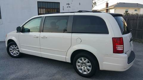 2009 Chrysler Town and Country for sale in Island Park, NY