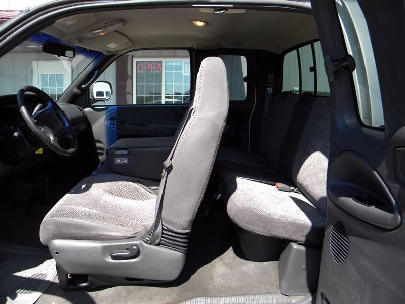 2001 Dodge Ram Pickup 3500 4dr Quad Cab SLT 4WD LB - Hayward MN