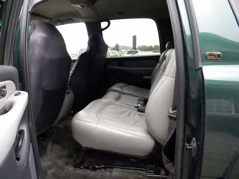 2001 Chevrolet Suburban 2500 LT 4WD 4dr SUV - Hayward MN