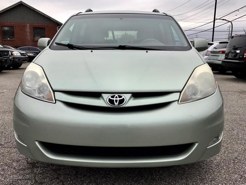2006 Toyota Sienna for sale at CT Auto Center Sales in Milford CT