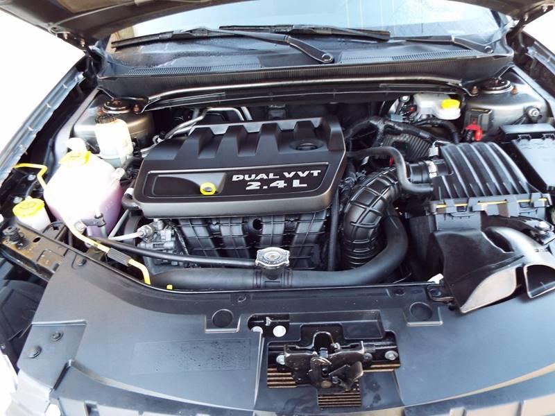 2013 Chrysler 200 Touring 4dr Sedan - Morristown IN