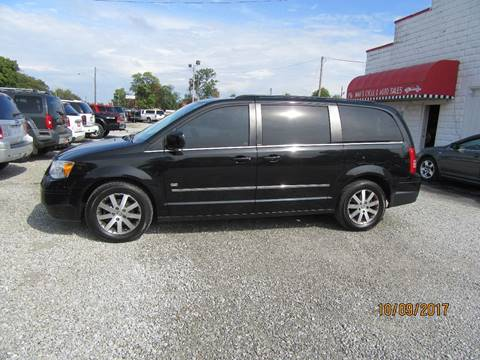 2009 Chrysler Town and Country for sale in Connersville, IN