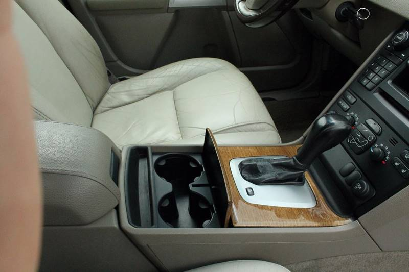 2005 Volvo XC90 for sale at Markham Motors in Perry MI