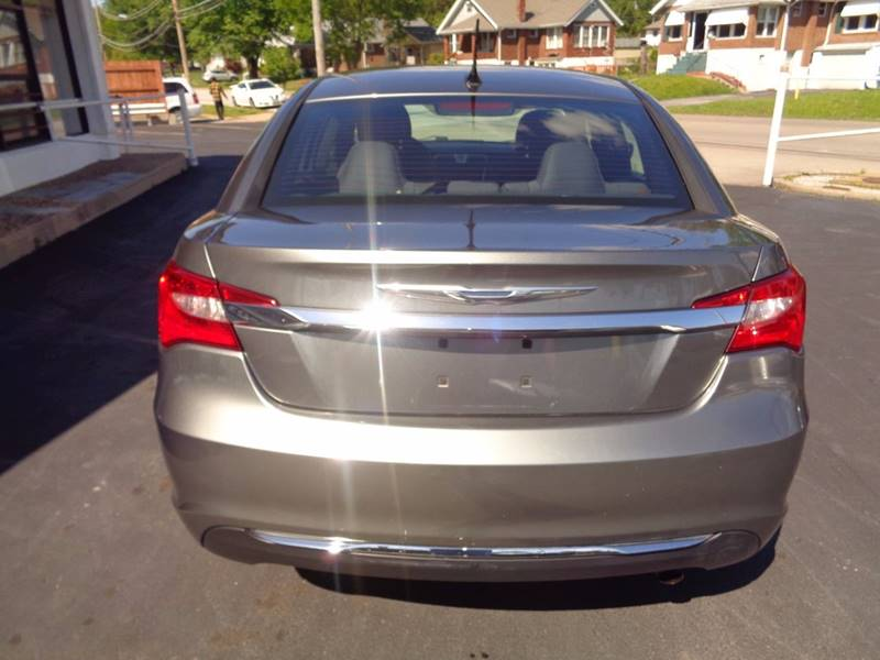 2013 Chrysler 200 Touring 4dr Sedan - St.  Louis MO