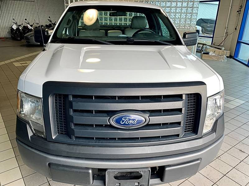 2010 Ford F-150 XL (image 2)