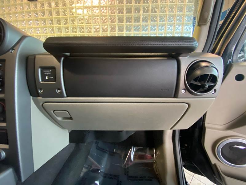 2004 HUMMER H2 Lux Series (image 24)
