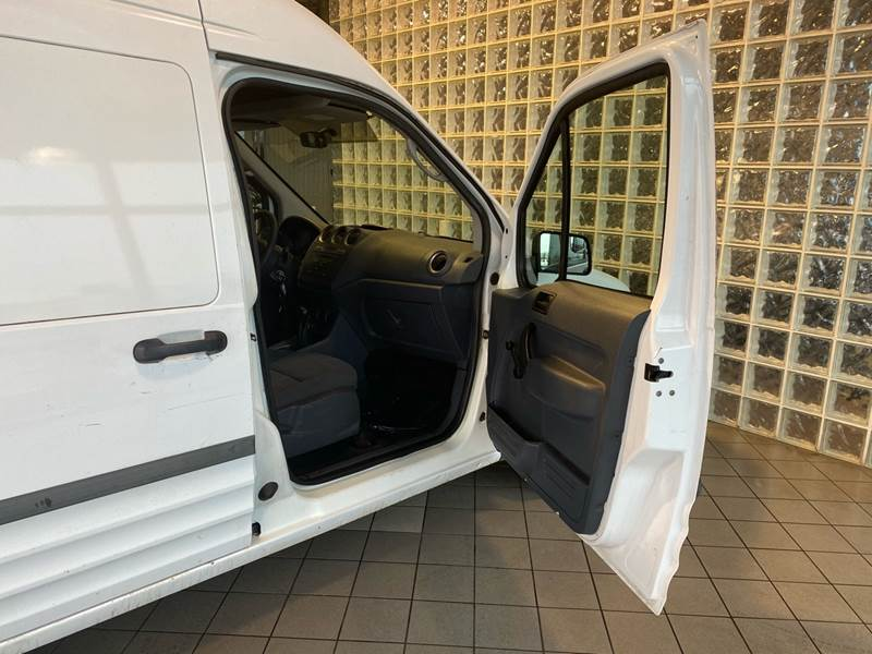 2011 Ford Transit Connect Cargo Van XL (image 17)