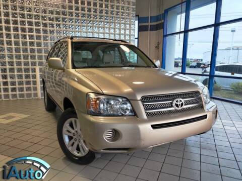 2006 Toyota Highlander Hybrid for sale at iAuto in Cincinnati OH